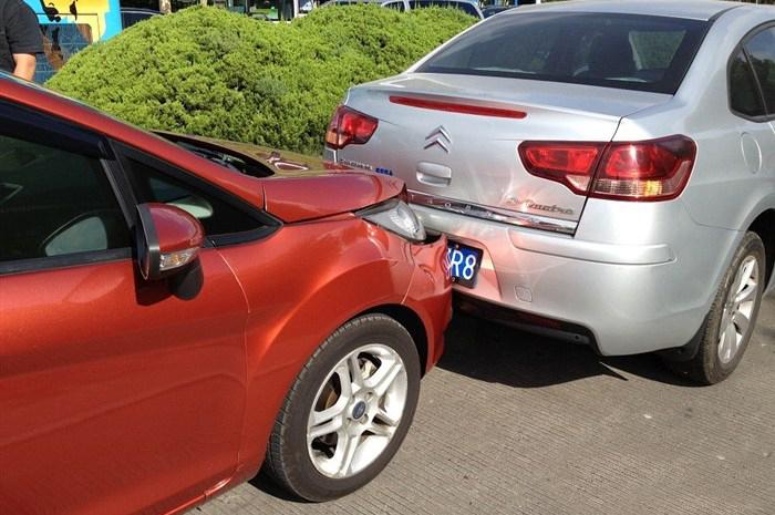安全行驶防追尾完美刹车小技巧 第2张-库车驾校排名-报名电话-价格表-考驾照流程-科目考试技巧