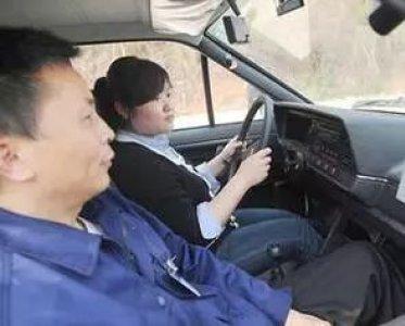 科目二倒车入库第一个点打早了怎么办?老司机教你操作注意事项 第1张-库车驾校排名-报名电话-价格表-考驾照流程-科目考试技巧